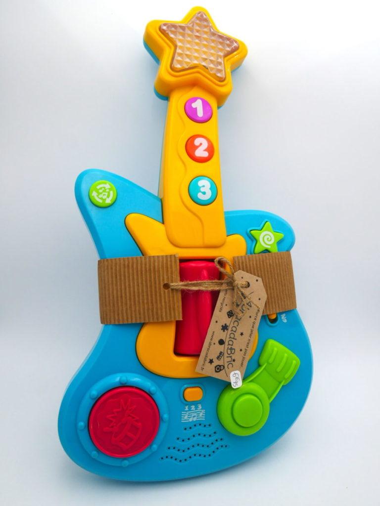 Guitare musicale 1er age